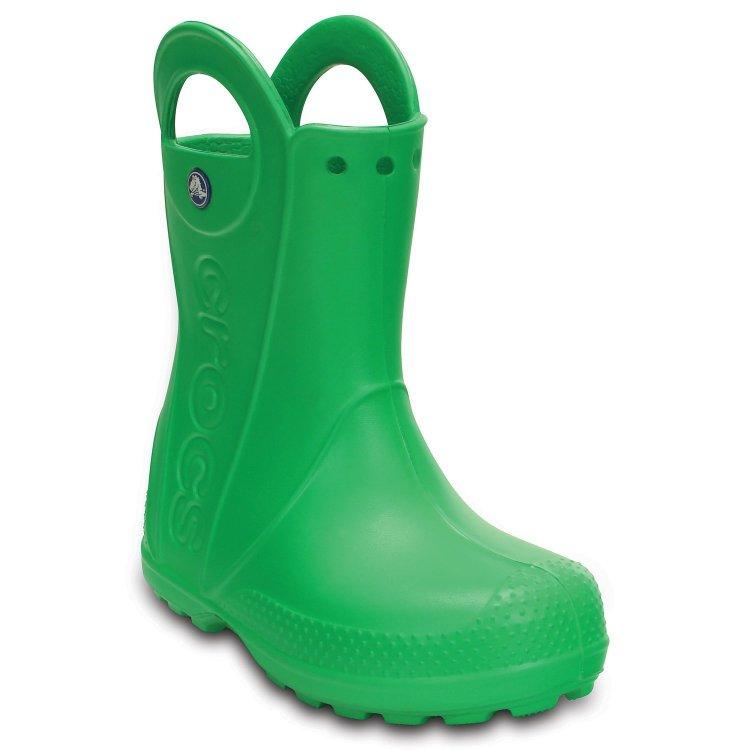 Сапоги Handle It Rain Boot Kids (зеленый)Одежда<br>Материал<br>Croslite (крослайт) - Полимер<br>Описание <br>Яркие сапожки от Crocs для мальчиков и девочек. Полностью литая модель выполнена из легкого и прочного материала Croslite. Модель без стельки и без подкладки, рассчитана на теплую дождливую погоду от +10 градусов, имеет круглый мыс, ручки по бокам для удобства надевания и светоотражающий элемент с названием марки.<br>Производитель: Crocs (США)<br>Страны производства: Китай, Италия, Вьетнам, США, Словения, Нидерланды<br>Коллекция: Весна/Лето 2017<br>Модель производится в размерах: С6(23), С7(24), С8(25), С9(26), С10(27), С11 (28), С12 (29-30), С13 (30-31), J1 (32-33), J2 (33-34), J3 (34-35)<br>Уход<br>Сабо Crocs легко моются теплой водой. При необходимости их можно стирать в стиральной машине при температуре 30 градусов<br><br>; Размеры в наличии: C6, J2, J1, C13, C12, C11, C10, C9, C8, C7, J3.<br>