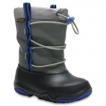 Сноубутсы Swiftwater Waterproof Boot K (серый)Обувь<br>Описание<br>Отличные утепленные сапожки для межсезонной слякоти.  Мягкая и приятная подкладка. Подошва и носок выполнены из запатентованного материала Croslite, очень легкого и непропускающего влагу. Устойчивая, нескользящая подошва. <br>Характеристики<br>Верх: Нейлон/Croslite (крослайт) - Полимер <br>Внутренняя отделка: Трикотаж<br>Подошва: Croslite (крослайт) - Полимер <br>Производитель: Crocs (США) <br>Страна производства: КНР<br>Обувь Crocs можно стирать в стиральной машине при температуре 30 градусов<br>Температурный режим<br>От +10 до -5 градусов ; Размеры в наличии: J3, C7, C8, C9, C10, C11, C12, C13, J1, J2, C6.<br>