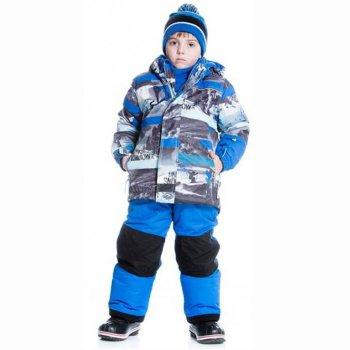 Комплект (синий с принтом)Комбинезоны<br>Описание: <br>Зимний утепленный костюм для мальчиков. Куртка с ярким принтом и контрастные однотонные брюки-полукомбинезон. Отличный вариант как для повседневного ношения, так и для занятий зимними видами спорта. Большой удобный капюшон легко отстегивается для безопасности во время активных игр.  Защитная планка молнии с защитой подбородка от защемления. Высокий воротник-стойка надежно защищает шею от холода, а для дополнительного утепления в комплект входит подходящий по цвету флисовый шарф. Внутренняя снежная юбка препятствует задуванию. Локти и нижний край спинки усилены особо прочной тканью. Манжеты рукавов на резинках, объем можно также отрегулировать с помощью липучки. Боковые карманы застегиваются на молнию, на рукаве расположен кармашек для ски-пасса. Брюки на съемных лямках с регулировкой для идеальной подгонки по фигуре. Внутренняя утяжка в фиксатором позволяет отрегулировать объем пояса. Низ брюк можно подвернуть, зафиксировав на кнопках. Анатомический крой коленей не мешает активным движениям ребенка, область коленей и попы усилена износостойкой тканью Cordura®. Внутренние гетры защищают ноги от снега и влаги. Светоотражатели на куртке и брюках повышают безопасность ребенка в условиях плохой видимости и в темное время суток.<br>Функциональные элементы: Куртка: капюшон отстегивается с помощью молнии, защитная планка молнии на липучке, защита подбородка от защемления, карманы на молнии, манжеты на резинке и на липучке, снежная юбка, светоотражающие элементы. Брюки: регулируемые съемные лямки, пояс регулируется с помощью утяжки с фиксатором, карманы на молнии, подол штанин фиксируется с помощью кнопок, снежные гетры, вставки из материала повышеной прочности.<br>Комплект: куртка, полукомбинезон, шарф (флис)<br>Характеристики: <br>Верх: Poly Twil full Dull (100% полиэстер)<br>Утеплитель: куртка -226 грамм, рукава - 170 грамм, брюки -170 грамм (Polyfill - 100% полиэстер).<br>Подкладка: 100% полиэстер (Polar fleece)<br>В