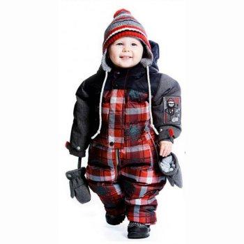 Комбинезон для малышей (красная клетка)Комбинезоны<br>Оригинальный зимний комбинезон для малышей. Капюшон и полочки сделаны из контрастного черного материала и простеганы, что придает этой модели ультрамодный вид. Все детали комбинезона продуманы и функциональны. Благодаря удлиненной молнии удобно одевать даже маленького ребенка. Молния закрыта ветрозащитной планкой, что исключает продувание. Внутренняя поверхность капюшона и подкладка комбинезона сделаны из мягкого флиса для максимального тепла и комфорта. Манжеты рукавов на резинках и дополнительно регулируются с помощью липучек. Талию можно отрегулировать с помощью эластичной утяжки. На штанишках есть внутренние снежные гетры и силиконовые штрипки на обувь, к которые надежно защищают ножки от попадания снега и влаги. Светоотражающие элементы делают малыша более заметным на улице для дополнительной безопасности. В комплект входят многочисленные аксессуары: шарф, манишка, пинетки и рукавички.<br><br> Комплект: комбинезон, шарф (флис), манишка (флис), варежки, пинетки<br>   капюшон не отстегивается, защитная планка молнии на кнопках и на липучке, защита подбородка от защемления,  карманы без застежек, манжеты на резинке и  на липучке, утяжка на талии, подол штанин на резинке, снежные гетры, съемные силиконовые штрипки, светоотражающие элементы, удлиненная молния.  <br> Верх: Poly Twil full Dull (100% полиэстер)<br> Утеплитель: 226 грамм, рукава - 170 грамм (Polyfill - 100% полиэстер)<br> Подкладка: 100% полиэстер (Polar fleece)<br> Водонепроницаемость: 5000 мм<br> Паропроводимость: 5000 г/м2/24 часа<br> Износостойкость: нет данных<br> Производитель: Deux par Deux (Канада)<br> Страна производства: Китай <br> Модель производится в размерах: 6-24 месяца<br> Коллекция: Осень/Зима 2017.<br><br> Температурный режим <br> От 0 до -30 градусов.; Размеры в наличии: 6M, 12M, 18M, 24M, 30M.<br>