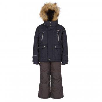 Комплект Gusti Boutique (тёмно-синий)Комбинезоны<br>Описание: <br>Стильный зимний костюм для мальчиков. Современный синтетический утеплитель сохраняет ребенка в тепле даже в сильные морозы. Верхняя мембранная ткань обработана пропиткой DWR, что делает ее устойчивой к загрязнениям. Подкладка куртки на спине и груди и внутренняя поверхность капюшона сделаны из мягкого флиса для дополнительной защиты от холода. Капюшон крепится на молнии и спереди застегивается на кнопки. Пушистая опушка из искусственного меха отлично защищает лицо от ветра и мороза. Молния закрыта ветрозащитной планкой, для максимальной теплоизоляции по низу куртки вшита внутренняя снежная юбка. Трикотажные манжеты с прорезью для большого пальца служат для дополнительного утепления рук, внешние манжеты на резинке дополнительно регулируются с помощью липучек. Множество карманов для нужных мелочей. Лаконичный городской дизайн позволяет носить эту куртку как в комплекте, так и отдельно от полукомбинезона с одеждой любого стиля. Полукомбинезон с регулирующимися лямками и эластичным поясом. В размерах до 6 лет включительно несъемная верхняя часть, а благодаря удлиненному крою спинки и грудки создается  дополнительный слой утепления под курткой, что особенно важно для маленьких детей. В размерах начиная с 7 лет – только высокая спинка, которая при необходимости отстегивается вместе с лямками. Задняя часть брюк, колени и нижний край штанин усилены вставками из особо прочной ткани Cordura Oxford, поэтому брюки выдерживают самую активную эксплуатацию. Внутренние гетры надеваются поверх обуви, закрывая ноги от снега и влаги. Брюки можно подвернуть и зафиксировать с помощью липучек. Благодаря этому комплект можно приобрести на вырост и носить гораздо дольше.<br>Функциональные элементы: Куртка: капюшон отстегивается с помощью молнии, регулируется по объему, мех отстегивается, защитная планка молнии на липучке, защита подбородка от защемления, карманы на молнии, карманы на липучке, манжеты на липучке, снежная юбка