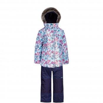 Комплект Gusti Zingaro (голубой со снежинками)Комбинезоны<br>Материал: <br>Верх: 100% полиэстер<br>Утеплитель:  куртка - 226 грамм, полукомбинезон - 170 грамм (тонковолокнистый полиэстеровый утеплитель teck polifill)<br>Подкладка: polar флис (100% полиэстер)<br>Водонепроницаемость: 2000 мм<br>Паропроводимость: 2000 г/м2/24 часа<br>Износостойкость: нет данных<br>Описание: <br>Зимний костюм для девочек из мембранной ткани. Куртка с ярким цветочным принтом и оригинальными декоративными оборками. Эластичная резинка на поясе создает приталенный силуэт. Капюшон крепится на молнии и спереди застегивается на кнопки. Благодаря внутренней эластичной тесьме хорошо держится на голове и не продувается. Нарядная опушка из искусственного меха служит не только украшением, но и защищает лицо в морозную погоду. Молния закрыта ветрозащитной планкой, а для лучшей теплоизоляции с внутренней стороны куртки вшита снежная юбка с эластичной тесьмой и застежкой на кнопках. Внутренние трикотажные манжеты хорошо облегают запястья, защищая руки от холода. Полукомбинезон с регулируемыми лямками и талией на резинке для точной посадки по фигуре. В размерах до 4 лет включительно верхняя часть полукомбинезона несъемная, а удлиненный крой спинки и грудки создает  дополнительный слой утепления под курткой, что особенно важно для маленьких детей. В размерах начиная с 5 лет – только высокая спинка, которая при необходимости отстегивается вместе с лямками, превращая полукомбинезон в утепленные брюки. Область попы, колени и нижний край штанин усилены вставками из особо прочной ткани Cordura Oxford, поэтому брюки выдерживают самую активную эксплуатацию. Снежные гетры надеваются поверх обуви, защищая ноги от влаги. Штанины можно подвернуть, зафиксировав липучками, это позволяет приобрести комплект немного на вырост и носить его дольше. Вся фурнитура и молнии высокого качества. Светоотражатели делают ребенка более заметным на улице в темное время суток.<br>Функциональные элементы: Куртка: капюшон отстегивает