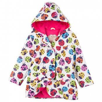 Плащ (белый с божьими коровками)Одежда<br>У этого непромокаемого плаща для девочек очень удобный свободный крой и приятная подкладка. Плащ надежно защитит ребенка от ветра и дождя. А яркая расцветка с разноцветными божьими коровками приведет в восторг всех девочек!    капюшон не отстегивается, карманы на кнопках.  Верх: 100% полиуретан<br> Подкладка: 100% полиэстер (трикотаж)<br> Водонепроницаемость: <br> Износостойкость: нет данных<br> Производитель: Hatley (Канада)<br> Страна производства: Китай <br> Модель производится в размерах: 2-8<br> Коллекция: Весна/Лето 2018<br><br> Температурный режим <br> От +10 градусов и выше; Размеры в наличии: 89, 97, 104, 112, 119, 127, 132.<br>