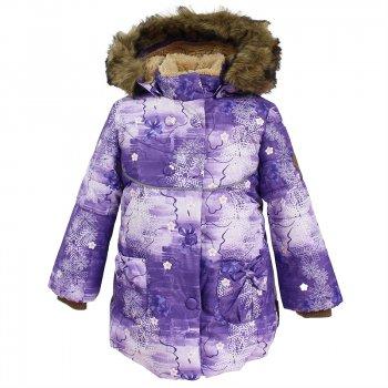 Куртка OLIVIA (сиреневый с принтом)Куртки<br>Описание: <br>Теплая зимняя куртка для маленьких модниц. Благодаря верхней мембранной ткани и современному утеплителю в ней можно смело гулять в снег и мороз. А мягкая и очень приятная на ощупь подкладка из искусственного меха помогает еще лучше сохранить тепло.  Капюшон украшен меховой опушкой, которая при желании легко снимается.  Капюшон также можно отстегнуть. Удлиненные трикотажные манжеты защищают ручки от холода и ветра. Яркий оригинальный стиль подчеркивают симпатичные бантики на накладных карманах и декоративные пуговки на защитной планке. Светоотражающий кант на спинке и груди служит нарядным элементом дизайна.<br>Функциональные элементы:  капюшон отстегивается с помощью кнопок, мех отстегивается, ветрозащитная планка молнии на кнопках, защита подбородка от защемления, мягкая меховая подкладка, карманы без застежек, трикотажные манжеты, светоотражающие элементы. <br>Характеристики: <br>Верх: 100% полиэстер.<br>Утеплитель: 300 грамм (100% полиэстер).<br>Подкладка: 100% полиэстер<br>Водонепроницаемость: 5000 мм.<br>Паропроводимость: 5000 г/м2/24ч.<br>Износостойкость: нет данных.<br>Производитель: HUPPA (Эстония).<br>Страна производства: Эстония.<br>Коллекция: Осень-Зима 2017.<br>Температурный режим: <br>от -5  до -30 градусов.<br>; Размеры в наличии: 86, 92, 98, 104, 110, 116, 122.<br>