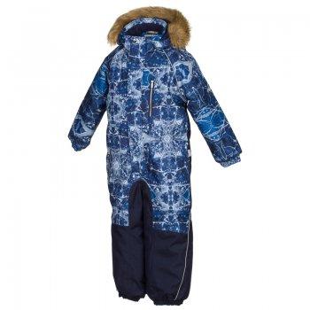 Комбинезон FENNO (темно-синий с принтом)Комбинезоны<br>Модель FENNO  фирмы HUPPA для детей ростом от 92 до 134 см- отличный вариант  на температуру от -5 до -30 градусов.  В модели 300 грамм утеплителя, высокие показатели ткани ( влаго/водонепроницаемость 10000),  нижняя часть комбинезона выполнена из материала повышенной прочности Cordura. <br><br>   капюшон отстегивается с помощью кнопок, мех отстегивается, защитная планка молнии на липучке, манжеты на резинке, утяжка на талии, подол штанин на резинке, съемные силиконовые штрипки, светоотражающие элементы, вставки из материала повышенной прочности. <br> Верх: 100% полиэстер.<br> Утеплитель: 300 грамм (100% полиэстер).<br> Подкладка: 100% полиэстер.<br> Водонепроницаемость: 10000 мм.<br> Паропроводимость: 10000 г/м2/24ч.<br> Износостойкость: нет данных.<br> Производитель: HUPPA (Эстония).<br> Страна производства: Эстония.<br> Коллекция: Осень-Зима 2017.<br><br> Температурный режим <br> от -5  до -30 градусов.<br>; Размеры в наличии: 104, 110, 116, 122, 128, 134.<br>
