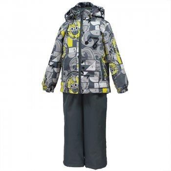 Комплект YOKO (серый с желтым принтом)Комбинезоны<br>Демисезонный комплект для мальчиков от 1 до 7 лет. Модель подойдет на температуру от 0 до +10 градусов, с теплой поддевой можно носить в небольшой минус. Одежда серии Huppa Classic отличается минимальным набором функциональных элементов и привлекательной ценой. В ассортименте большой выбор расцветок на любой вкус. «Дышащий» мембранный материал с высокими показателями защиты от влаги и грязеотталкивающая пропитка делают уход за одеждой максимально простым -  загрязнения легко удаляются влажной тканью. При выборе размера обратите внимание, что одежда Huppa шьется с запасом на вырост 5 см.<br><br> Производитель: Huppa (Эстония)<br> Страна производства: Эстония<br> Коллекция: Весна/Осень 2017<br> Модель производится в размерах: 80-122<br>   Куртка: капюшон отстегивается с помощью кнопок, защита подбородка от защемления, карманы без застежек, манжеты на резинке, утяжка по подолу, светоотражающие элементы. Брюки: регулируемые лямки, пояс на резинке, подол штанин с утяжкой с фиксатором, светоотражающие элементы. <br> Верх: 100% полиэстер<br> Утеплитель: куртка - 100 грамм (100% полиэстер), брюки-40 грамм (100% полиэстер)<br> Подкладка: 100% полиэстер<br> Водонепроницаемость: 10000 мм<br> Паропроводимость: 10000 г/м2/24ч<br> Износостойкость: нет данных<br><br> Температурный режим <br> от 0 до +10 градусов; Размеры в наличии: 80, 86, 92, 98, 104, 110, 116, 122.<br>