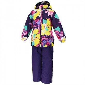 Комплект YONNE (фиолетовый с лилиями)Комбинезоны<br>Комплект разработан специально для девочек от 1 до 6 лет: яркие принты, приталенная, чуть удлиненная куртка и высокий однотонный полукомбинезон. Благодаря большому выбору расцветок каждый найдет что-то для себя: потемнее, поярче, посветлее. У комплекта минимальный набор функциональных элементов, зато высокие показатели водонепроницаемости (10 000 мм) и приятная цена. <br>В отличии от большинства производителей, которые выпускают одинаковые комплекты, отличающиеся только расцветкой, для мальчиков и девочек, Huppa предлагает отдельные модели, что позволяет сделать комплекты для девочек не только функциональными, но и нарядными.<br><br>  Куртка: капюшон отстегивается с помощью кнопок, защита подбородка от защемления, карманы без застежек, манжеты на резинке, светоотражающие элементы. Брюки: регулируемые лямки, пояс на резинке, подол штанин с утяжкой с фиксатором.  <br> Верх: 100% полиэстер<br> Утеплитель: куртка - 100 грамм (100% полиэстер), полукомбинезон - 40 грамм (100% полиэстер)<br> Подкладка: 100% полиэстер<br> Водонепроницаемость: 10000мм<br> Паропроводимость: 10000г/м2/24ч<br> Износостойкость: нет данных.<br> Производитель: Huppa (Эстония)<br> Страна производства:  Эстония<br> Модель производится в размерах 80-122<br> Коллекция: Весна/Лето 2018.<br><br> Температурный режим <br>  от 0 до +10 градусов; Размеры в наличии: 80, 86, 92, 98, 104, 110, 116, 122.<br>