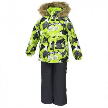 Комплект WINTER (серо-зеленый с принтом)Комбинезоны<br>Теплый зимний комплект для мальчиков от 2 до 9 лет. Верхняя мембранная ткань с высокими техническими характеристиками и современный утеплитель надежно защищают от снега и мороза. Куртка прямого кроя с удлиненной спинкой и карманами на липучках. Утяжка по низу и планка на молнии исключает поддувание и попадание снега под куртку. Теплый капюшон с меховой опушкой легко отстегивается. Это предотвращает опасные ситуации во время игры, например, если капюшон ребенка за что-то зацепится. Полукомбинезон с высокой спинкой и резинкой на поясе скроены без внутреннего шва, поэтому они более устойчивы к истиранию и проникновению влаги. Задний шов проклеен.  Утяжка с фиксатором по нижней части брюк и снежные гетры надежно защищают от попадания снега в обувь. Светоотражающие элементы повышают безопасность ребенка при нахождении на улице при любой видимости и в темное время суток.<br><br>   куртка: капюшон отстегивается, искусственный мех на капюшоне (не отстегивается), утяжка по подолу куртки, защитная планка молнии, карманы на липучке, светоотражающие элементы. Брюки: регулируемые лямки, снежные гетры, подол штанин с утяжкой с фиксатором. <br> Верх: 100% полиэстер.<br> Утеплитель:  куртка: 300 грамм, брюки: 160 грамм (100% полиэстер).<br> Подкладка: 100% полиэстер.<br> Водонепроницаемость: 10000 мм.<br> Паропроводимость: 10000 г/м2/24ч.<br> Износостойкость: нет данных.<br> Производитель: HUPPA (Эстония).<br> Страна производства: Эстония.<br> Коллекция: Осень-Зима 2017.<br><br> Температурный режим <br> от -5  до -30 градусов.<br>; Размеры в наличии: 92, 98, 104, 110, 116, 122, 128, 134, 140.<br>