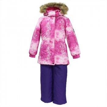 Комплект RENELY (фуксия с принтом)Комбинезоны<br>Описание:<br>Теплый и стильный зимний комплект из коллекции Huppa Fashion для девочек. Удлиненная куртка выполнена из мягкой мембранной ткани с очень красивым нежным принтом. Пояс сзади собран на резинке, подчеркивая изящный силуэт. Планка молнии и проклеенные плечевые швы дополнительно защищают от снега и влаги. Манжеты с мягкой окантовкой внутри. Аккуратный капюшон застегивается спереди на липучках, а меховая опушка служит не только украшением, но и дополнительной защитой лица от холода. При желании можно отстегнуть как мех, так и капюшон целиком, легко меняя внешний вид куртки в зависимости от погоды и стиля одежды. Полукомбинезон сшит из мембраны повышенной прочности. Шаговый шов проклеен по всей длине для максимальной водонепроницаемости. Брюки прямого кроя можно собрать по нижнему краю с помощью утяжки с фиксатором, а снежные гетры создают дополнительную защиту от попадания снега. <br>Функциональные элементы: Куртка: капюшон отстегивается с помощью кнопок, мех отстегивается, защитная планка молнии на кнопках, карманы на молнии, светоотражающие элементы. Брюки: регулируемые лямки, подол штанин с утяжкой с фиксатором, снежные гетры. <br>Характеристики:<br>Верх: 100% полиэстер.<br>Утеплитель:  куртка 300 грамм, полукомбинезон 160 грамм (100% полиэстер).<br>Подкладка: 100% полиэстер.<br>Водонепроницаемость: куртка 5000 мм, полукомбинезон 10000 мм.<br>Паропроводимость: куртка 5000 г/м2/24ч, полукомбинезон 10000  г/м2/24ч<br>Износостойкость: нет данных.<br>Производитель: HUPPA (Эстония).<br>Страна производства: Эстония.<br>Коллекция: Осень-Зима 2017.<br>Температурный режим:<br>от -5  до -30 градусов.<br>; Размеры в наличии: 104, 110, 116, 122, 128, 134.<br>