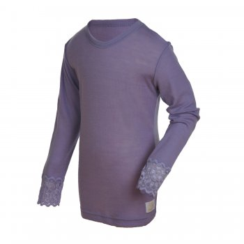 Футболка с кружевами (лаванда)Одежда<br>Материал<br>100 шерсть мериносов.<br>Описание<br>Шерсть мериносов содержит ланолин (животный воск), который обладает антибактериальными действиями и является природным антисептиком. Шерсть мериносов не вызывает аллергию, хорошо поглощает и отводит влагу от тела, эффективно согревает и оказывает положительное влияние на организм.<br>Размер соответствует росту. Не рекомендуется брать термобелье с большим запасом из-за снижения эффективности материалов.<br>Обратите внимание: нижнее белье, колготки и носки обмену и возврату не подлежат в соответствии в законом РФ О защите прав потребителей.<br>Производитель: Janus (Норвегия)<br>Страна производства: Норвегия<br>Модель производится в размерах 90-170.<br>Коллекция: Осень/Зима 2016.<br>Температурный режим:<br>От +5 до -30; Размеры в наличии: 90, 110.<br>