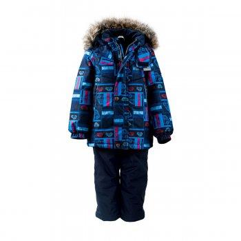 Kомплект ROBBIE (синий с принтом)Комбинезоны<br>Описание<br>Теплый и практичный зимний комплект для мальчиков. Куртка и полукомбинезон из дышащей и непромокаемой мембранной ткани на фирменном утеплителе Kerry Fill, который превосходит по своим характеристикам пух, и при этом прост и удобен в уходе. Ребенок не замерзнет даже в сильный мороз и не промокнет на снегу или в условиях повышенной влажности. В то же время дышащие свойства мемьраны и утеплителя не позволят перегреться во время активных игр. Светоотражающие элементы на куртке и брюках для безопасности вашего ребенка на дороге и в темное время суток. Теплая и легкая куртка с ярким принтом имеет утяжку по низу, а молния защищена дополнительной планкой на кнопках. Поэтому никакой мороз и ветер не помешают прогулке. Капюшон легко отстегивается, что особенно важно для безопасности во время игры, мягкая внутренняя ткань и меховая опушка капюшона – для большего тепла и комфорта. Полукомбинезон сделан из особо прочной мембранной ткани, которая выдержит самую активную эксплуатацию. Свободный крой коленей не стесняет движений во время игр и бега. Ветрозащитные гетры и силиконовые штрипки надежно защищают ноги от попадания снега внутрь обуви, так что никакие сугробы не страшны. Регулируемые лямки позволяют подогнать брюки точно по росту ребенка.<br>Функциональные элементы: Куртка: капюшон отстегивается с помощью кнопок, мех не отстегивается, защитная планка молнии на кнопках, защита подбородка от защемления, карманы на молнии, манжеты на резинке, утяжка по подолу, светоотражающие элементы. Брюки: регулируемые лямки, пояс на резинке, снежные гетры, съемные силиконовые штрипки светоотражающие элементы.<br>Характеристики: <br>Верх: 100% полиэстер<br>Подкладка: 80% вискоза, 20% полиэстер<br>Утеплитель: куртка 330 грамм, брюки 150 грамм (100% полиэстер Kerryfill)<br>Водонепроницаемость: куртка 5000 мм, брюки 10000 мм<br>Паропроводимость: куртка 5000 г/м2/24 часа, брюки 10000 г/м2/24 часа<br>Производитель: Kerry (Финляндия)<br