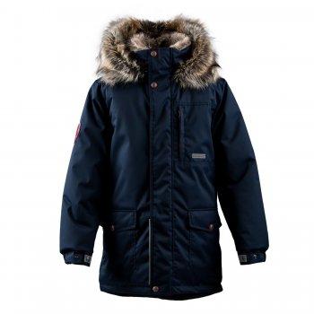 Kуртка WOODY (синий)Куртки<br>Материал<br>Верх: 100% полиамид<br>Подкладка: 100% полиэстер<br>Утеплитель: 330 грамм (100% полиэстер Kerryfill)<br>Водонепроницаемость: 10000 мм<br>Паропроводимость: 10000 г/м2/24 часа<br>Описание<br>Функциональные элементы: капюшон отстегивается с помощью кнопок, мех не отстегивается, защитная планка молнии на кнопках, меховой капюшон, карманы на кнопках, манжеты на кнопке, светоотражающие элементы. <br>Производитель: Kerry (Финляндия)<br>Страна производства: Евросоюз (основная часть коллекции производится в Эстонии)<br>Коллекция: Осень/Зима 2017-2018<br>Модель производится в размерах: 122-170<br>Температурный режим<br>От -5 до -25 градусов; Размеры в наличии: 140, 146, 152, 158, 164, 170.<br>