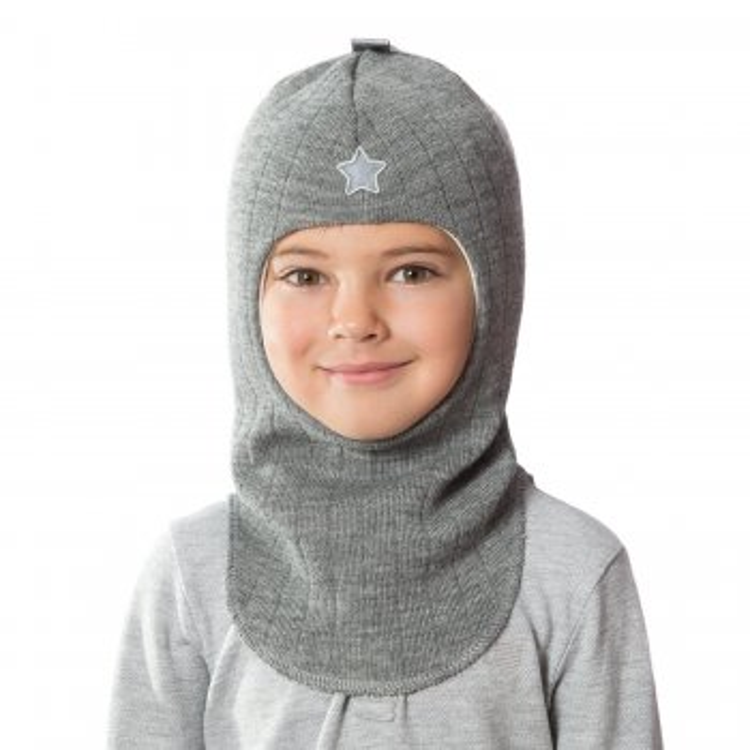 Шлем (серый со звездой)Одежда<br>Описание<br>Шлемы Киват очень теплые и подойдут на самые лютые морозы. Специальные вставки с утеплителем в области ушек и лба. Отличная посадка по голове и оригинальный дизайн. Светоотражающие вставки для безопасности. <br>Характеристики: <br>Верх: 100% шерсть<br>Подкладка: 100% хлопок<br>Производитель: Kivat, Финляндия<br>Коллекция Осень/Зима 2017<br>Модель производится в размерах 1-4<br>Страна производства: Финляндия<br>Температурный режим<br>От 0 до -20 градусов; Размеры в наличии: 1, 2, 3, 4.<br>