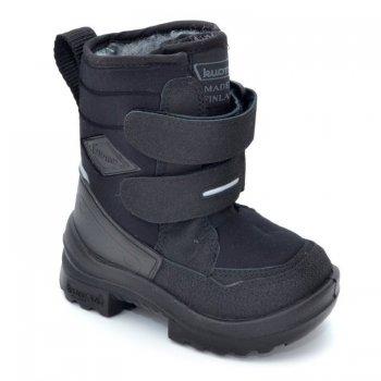 Сапоги Crosser (черный)Обувь<br>Материал<br>Верх: текстиль<br>Подошва: полиуретан<br>Подкладка: искусственный мех<br>Описание<br>Удобные и легкие сапожки Kuoma Crosser согреют ножки ребенка даже в самые лютые морозы. Зимние сапожки выполнены из грязе- и водоотталкивающего материала. Устойчивая, прочная и гибкая подошва с протектором. Светоотражающие полоски 3М Scotchlite для безопасности. Удобные липучки для одевания обуви и фиксирования на ноге. Теплая стелька и подкладка из ворса, который не скатывается при носке.<br>Производитель: Kuomiokoski OY (Финляндия)<br>Страна производства: Финляндия<br>Температурный режим<br>До -30 градусов.<br>Уход<br>Очищайте обувь от загрязнений с помощью влажной губки. При необходимости обувь Kuoma можно стирать в стиральной машинке или вручную при температуре не выше 40 градусов. Перед стиркой вынуть стельку. Сушка при температуре не выше 40 градусов. После стирки рекомендуется обрабатывать обувь водо- и грязеотталкивающими аэрозолями.<br>; Размеры в наличии: 27, 28, 29, 30, 31, 32, 33, 34, 35.<br>