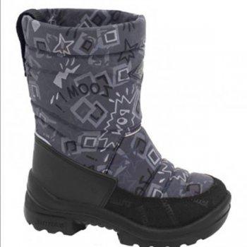 Сапоги Putkivarsi (серый со звездами)Обувь<br>Материал<br>Верх: текстиль<br>Подошва: полиуретан<br>Подкладка: 80% натуральная шерсть, 20% полиэстер<br>Описание<br>Удобные и легкие сапоги Kuoma Putkivarsi согреют ножки ребенка даже в самые лютые морозы. Зимние сапожки выполнены из грязе- и водоотталкивающего материала. Устойчивая, прочная и гибкая подошва с протектором. Светоотражающие полоски 3М Scotchlite для безопасности. Теплая стелька и подкладка из ворса, который не скатывается при носке.<br>Производитель: Kuomiokoski OY (Финляндия)<br>Страна производства: Финляндия<br>Температурный режим<br>До -30 градусов.<br>Уход<br>Очищайте обувь от загрязнений с помощью влажной губки. При необходимости обувь Kuoma можно стирать в стиральной машинке или вручную при температуре не выше 40 градусов. Перед стиркой вынуть стельку. Сушка при температуре не выше 40 градусов. После стирки рекомендуется обрабатывать обувь водо- и грязеотталкивающими аэрозолями.; Размеры в наличии: 20, 21, 22, 23, 24, 25, 26.<br>