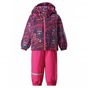 Комплект (розовый с орнаментом)Комбинезоны<br>Описание: <br>Утепленный комплект для малышей до 3 лет финского бренда Ласси. Яркие принты, удобный крой, утеплитель, высокий полукомбинезон - все что нужно для комфортных прогулок в прохладные весенние дни. <br>Модель рассчитана на температуру от +5 до +15 градусов, а использую теплую поддеву этот комплект можно начинать носить уже от 0. <br>Малыши активно познают мир, поэтому для них особенно важна надежная защита от ветра и грязи, выбирая комплект Ласси вы можете быть уверены, что ребенку не страшны никакие капризы погоды.<br>Функциональные элементы: капюшон отстегивается с помощью кнопок, защита подбородка от защемления, карманы на липучке, манжеты на резинке. Брюки: регулируемые лямки, подол штанин на резинке, трикотажные съемные штрипки,светоотражающие элементы<br>Характеристики: <br>Верх: 100% полиэстер<br>Утеплитель: куртка -80 грамм (100% полиэстер), брюки- 80 грамм(100% полиэстер)<br>Подкладка: 100% полиэстер<br>Водонепроницаемость: 1000 мм<br>Паропроводимость: 2000 г/м2/24ч<br>Износостойкость: 20000 об.<br>Производитель: Lassie (Финляндия)<br>Страна производства: Китай<br>Модель производится в размерах: 74-98<br>Коллекция: Весна-Лето 2018<br>Температурный режим: <br>От 0 градусов и выше.; Размеры в наличии: 74, 80, 86, 92, 98.<br>