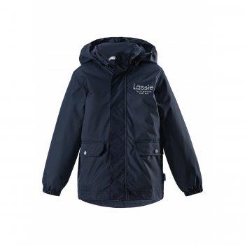 Куртка-парка утепленная (синий)Куртки<br>Описание: <br>Куртка-парка для мальчиков от 4 до 10 лет от Lassie. <br>Она рассчитана на температуру от 0 градусов, а благодаря дополнительному удлинению сзади можно не переживать за случайное продувание. <br>Пристегивающийся на кнопках капюшон обезопасит во время игр на улице, а в большие и вместительные карманы можно положить варежки или перчатки, они будут в целости и сохранности.<br>Функциональные элементы: капюшон отстегивается с помощью кнопок, защитная планка молнии на липучке, защита подбородка от защемления, карманы на кнопках, манжеты на резинке, светоотражающие элементы. <br>Характеристики: <br>Верх: 100% полиэстер<br>Утеплитель: 80 грамм (100% полиэстер).<br>Подкладка: 100% полиэстер<br>Водонепроницаемость: 1000 мм<br>Паропроводимость: 2000 г/м2/24ч<br>Износостойкость: 20000 об.<br>Производитель: Lassie (Финляндия)<br>Страна производства: Китай<br>Модель производится в размерах: 92-140<br>Коллекция: Весна-Лето 2018<br>Температурный режим: <br>От 0 градусов и выше.; Размеры в наличии: 104, 110, 116, 122, 128, 134, 140.<br>