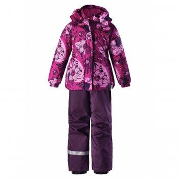 Комплект (розовый с цветами)Комбинезоны<br>Описание<br>Яркий комплект для девочек от 2 до 10 лет из коллекции зима 2017. Комплект состоит из куртки (180 грамм утеплителя) и брюк (100 грамм утеплителя). Минимальный и в то же время вполне достаточный набор функциональных элементов: съемный капюшон, эластичные манжеты и снежные гетры.  Брюки с регулируемыми съемными подтяжками. Комплекты Lassie из года в год становятся лидерами продаж благодаря удачному сочетанию цены, качества и дизайна. Модель подходит на температуру от +5 до -10 градусов для спокойных и малоподвижных деток, а для активных детей и на температуру до -15-20 градусов.<br>Функциональные элементы: Куртка: капюшон отстегивается с помощью кнопок, защитная планка молнии на липучке, защита подбородка от защемления, карманы на липучке, манжеты на резинке, светоотражающие элементы. Брюки: регулируемые лямки, отстегивающиеся лямки, пояс на резинке, снежные гетры. <br>Характеристики<br>Верх: 100% полиэстер<br>Утеплитель: куртка 180 грамм, брюки 100 грамм (100% полиэстер)<br>Подкладка: 100% полиэстер<br>Водонепроницаемость: 1000 мм<br>Паропроводимость: 1000 г/м2/24ч<br>Износостойкость: 50000 об.<br>Производитель: Lassie (Финляндия)<br>Страна производства: Китай<br>Коллекция: Осень/Зима 2017<br>Модель производится в размерах: 92-140<br>Температурный режим<br>До -20 градусов для активных детей, для среднеактивных детей оптимальная температура носки от +5 до -10 градусов. ; Размеры в наличии: 92, 98, 104, 110, 116, 122, 128, 134, 140.<br>