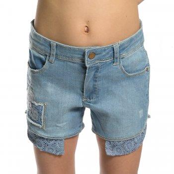 Шорты (голубой с рюшами)Одежда<br>Джинсовые шорты на девочку от испанского бренда Mayoral. Модель производится в размерах 2-9 лет. Модель дополнена регулировкой по поясу, застегивается на пуговицу. Стильным дополнением являются вязаные заплатки и торчащие карманы.<br> Утяжка на поясе, застежка-кнопка.<br> Производитель: MAYORAL (Испания)<br> Страна производства: Индия<br> Коллекция: Весна/Лето 2017<br> Модель производится в размерах: 2-9 лет  <br> Верх: 81% хлопок, 17% полиэстер, 2% эластан<br>; Размеры в наличии: 2, 3, 4, 5, 6, 7, 8, 9.<br>