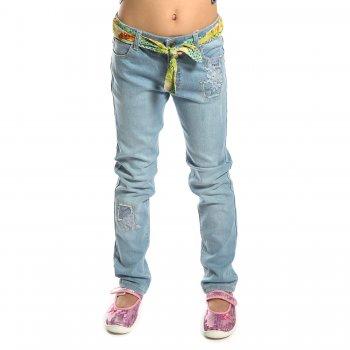 Джинсы с ремнем (голубой с вышивкой)Одежда<br>Материал<br>Верх: 81% хлопок, 17% полиэстер, 2% эластан<br>Описание<br>Джинсы для девочки от испанского бренда Mayoral. Производятся в размерах 2-9 лет. Модель дополнена регулировкой по поясу, застегивается на пуговицу. Стильным дополнением являются вязаные заплатки и тканевый пояс. <br>Утяжка на поясе, застежка-кнопка.<br>Производитель: MAYORAL (Испания)<br>Страна производства: Индия<br>Коллекция: Весна/Лето 2017<br>Модель производится в размерах: 2-9 лет; Размеры в наличии: 2, 3, 4, 5, 6, 7, 8, 9.<br>