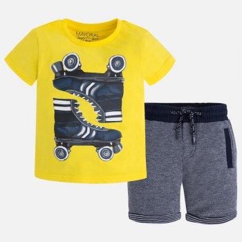 Комплект: футболка, шорты (желтый с принтом)Комбинезоны<br>Материал<br>Верх: 100% хлопок<br>Описание<br>Комплект для мальчиков от 2 до 9 лет состоит из футболки и шорт и выполнен из чистого хлопка. Однотонная яркая футболка украшена рисунком с изображением роликов.  Шорты застёгиваются на удобную кнопку и  дополнены  удобной широкой резинкой с регулируемой завязкой-шнурком на поясе, а также тремя прорезными карманами.<br>Производитель: MAYORAL (Испания)<br>Страна производства: Китай<br>Коллекция: Весна/Лето 2017<br>Модель производится в размерах: 2-9 лет; Размеры в наличии: 2, 3, 4, 5, 6, 7, 8, 9.<br>