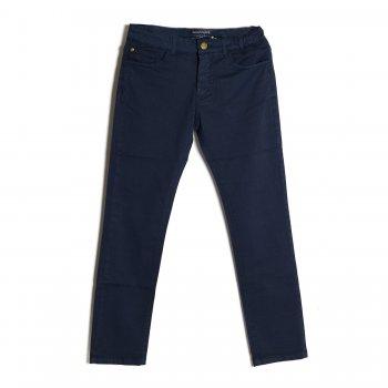 Брюки (темно-синий)Одежда<br>Материал<br>Верх: 98% хлопок, 2% эластан<br>Описание<br>Летние брюки для мальчика-подростка Regular Fit от испанского бренда Mayoral. Произведены в размерах 10-18 лет. Выполнены из хлопка с добавлением эластана  Модель застегивается на пуговицу. Посадку можно подобрать при помощи утяжки по поясу. <br>Производитель: MAYORAL (Испания)<br>Страна производства: Бангладеш<br>Коллекция: Весна/Лето 2017<br>Модель производится в размерах: 10-18 лет; Размеры в наличии: 10, 12, 14, 16, 18.<br>