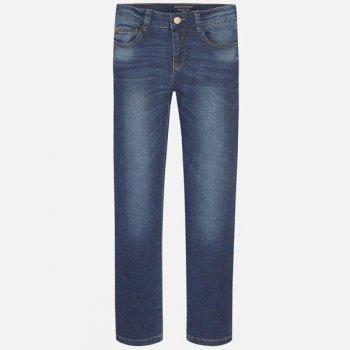 Джинсы с потертостями (синий)Одежда<br>Материал<br>Верх: 99% хлопок, 1% эластан<br>Описание<br>Модель Regular Fit из плотной ткани. Стильные летние джинсы  для подростка с эффектом потертости дополнены шлёвками для ремня, утяжками на поясе, а также функциональными передними и задними карманами. Модель, декорированная контрастной строчкой, застегивается на пуговицу.<br>Производитель: MAYORAL (Испания)<br>Страна производства: Бангладеш<br>Коллекция: Весна/Лето 2017<br>Модель производится в размерах: 10-18 лет; Размеры в наличии: 10, 12, 14, 16, 18.<br>