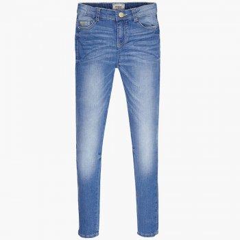 Джинсы (синий)Одежда<br>Материал<br>Верх: 98% хлопок, 2% эластан<br>Описание<br>Зауженные джинсы из плотной ткани для девочки-подростка с эффектами потертостей  и заломов.Дополнены шлёвками для ремня, утяжками на поясе, а также функциональными передними и задними карманами. Модель застегивается на пуговицу.<br>Производитель: MAYORAL (Испания)<br>Страна производства: Индия<br>Коллекция: Весна/Лето 2017<br>Модель производится в размерах: 10-18 лет; Размеры в наличии: 10, 12, 14, 16, 18.<br>