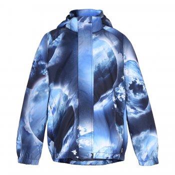 Куртка Waiton (синий принт)Куртки<br>Описание<br><br>Функциональные элементы: капюшон отстегивается с помощью липучек, защитная планка молнии на кнопках, защита подбородка от защемления, карманы на липучке, манжеты и подол на резинке, светоотражающие элементы. <br>Характеристики<br>Верх: 100% полиэстер<br>Утеплитель: нет<br>Подкладка: 100% полиэстер (mesh-сетка)<br>Водонепроницаемость: 5000 мм<br>Паропроводимость: 5000 гм224 часа<br>Износостойкость: нет данных<br>Производитель: Molo (Дания)<br>Страна производства: Китай <br>Коллекция: Весна/Лето 2018<br>Модель производится в размерах: 86-152<br>Температурный режим<br> От +10 градусов и выше; Размеры в наличии: 86/92, 92/98, 98/104, 110/116, 122/128, 134/140, 146/152.<br>