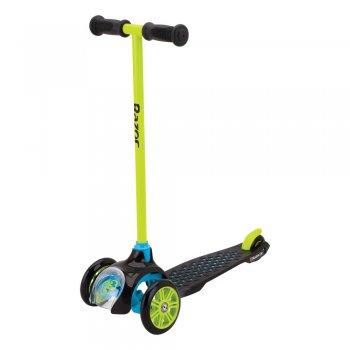Самокат T3 (зеленый с синим)Одежда<br>Описание: <br>Самокат Т3 от Razor - идеальный первый самокат для вашего ребенка. Он продуман до мелочей и по-настоящему безопасен - яркие цвета, прочный пластик, отличная устойчивость благодаря конструкции из 3-х колес. Подшипники ABEC5 обеспечат отличный накат, а полиуретановые колеса - плавный ход. <br>Характеристики: <br> От 2 лет<br> Подходит под рост от 80 до 120 см.<br>Вес самоката 2,23 кг.<br>Максимальная нагрузка 50 кг.<br>Трёхколёсная конструкция самоката<br>Маленький радиус поворота, всего 28 грд. (руль хорошо наклоняется)<br>Полиуретановые колёса<br>Передние большие колёса диаметром 120 мм.<br>Фирменные подшипники RZR (ABEC5), обеспечивающие отличный накат<br>Нескользящая поверхность деки<br>Задний тормоз-крыло<br>Руль с прорезиненными ручками<br>Ширина руля 28 см.<br>Полезная длина деки 30 см., ширина деки 12 см.<br>Фиксированная высота руля (от земли 66 см., от деки 62 см.)<br>Общая длина самоката 58 см.<br>Требуется частичная сборка<br>Гарантия 6 месяцев<br>Производитель: Razor (США)<br>Страна производства: Китай <br>Коллекция: Весна/Лето 2017; Размеры в наличии: б/р.<br>