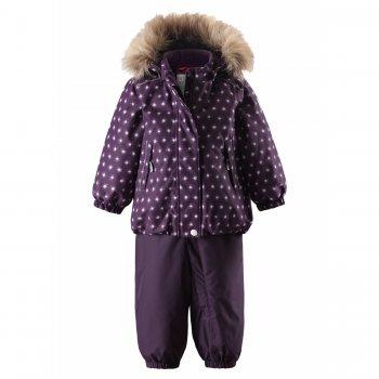 Комплект Reimatec Pihlaja (фиолетовый)Комбинезоны<br>Зимний костюм для девочек, удобный и нарядный. Куртка прямого кроя утягивается по низу. Молния закрывается планкой для лучшей теплоизоляции. Капюшон-колпачок украшен съемной опушкой из искусственного меха. Капюшон легко отстегивается с помощью кнопок. Это сделано не только для удобства, но и для безопасности ребенка, в ситуациях, если капюшон за что-то зацепится. Удобный полукомбинезон не стесняет движений. Мягкие эластичные лямки регулируются по длине. Удлиненная молния позволяет легко одевать ребенка. Высокая спинка и пояс на резинке лучше защищают от холода и ветра. Дополнительный слой утеплителя в области попы не даст малышу замерзнуть во время катания с горки. Низ штанин на резинке и практичные силиконовые штрипки надежно фиксируют штанишки на ногах, исключая попадание снега и воды в обувь.<br><br>    Куртка: капюшон отстегивается с помощью кнопок, мех отстегивается, защитная планка молнии на липучке, защита подбородка от защемления, карманы на молнии, манжеты на резинке, кнопки для крепления промежуточного слоя, светоотражающие элементы. Брюки: регулируемые лямки, пояс на резинке, удлиненная молния, дополнительный слой утеплителя в области попы, подол штанин на резинке, силиконовые штрипки, светоотражающие элементы.  <br> Верх: 100% полиэстер.<br> Утеплитель: 160 грамм (100% полиэстер).<br> Подкладка: 100% полиэстер<br> Водонепроницаемость: 15000 мм<br> Паропроводимость: 7000 г/м2/24ч<br> Износостойкость: 40000 об.<br> Производитель: Reima (Финляндия)<br> Страна производства: Китай<br> Модель производится в размерах: 80-98<br> Коллекция: Осень-Зима 2017<br><br> Температурный режим <br> от +5 до -10 градусов. Если температура на улице ниже -10 градусов, рекомендуем использовать флисовую поддеву и термобелье; Размеры в наличии: 80, 86, 92, 98.<br>