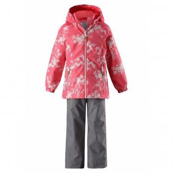 Комплект утепленный Pilkku (розовый с цветами)Комбинезоны<br>Весенний комплект фирмы Reima для девочек от 3 до 10 лет. Он состоит из удлиненной куртки и брючек. Комплект утепленный (80 г в куртке и 40 г в брюках), его можно носить с поддевой от 0 градусов до +15.<br>Куртка очень нежного розового цвета с белыми цветочками, брюки однотонные серого цвета с фирменными красными лямками, которые легко регулируются под рост ребенка. А при желании их можно и вовсе снять.<br>Водонепроницаемость 8000 мм, основные швы проклеены, поэтому можно спокойно гулять при влажной погоде и не бояться весеннего дождика и коварных луж.<br>Утяжка на талии и на подоле и манжеты на резинках защищают от холода, а светоотражающие элементы и капюшон на кнопках обеспечат необходимую безопасность.<br><br>   капюшон отстегивается с помощью кнопок, защита подбородка от защемления, карманы на молнии, манжеты на резинке, утяжка по подолу, светоотражающие элементы. Брюки: регулируемые лямки, отстегивающиеся лямки, подол штанин регулируется липучкой.   Верх: 100% полиэстер.<br> Утеплитель: куртка 80 грамм, брюки 40 грамм (утеплитель Reima Soft Loft, 100% полиэстер).<br> Подкладка: 100% полиэстер<br> Водонепроницаемость: 8000 мм<br> Паропроводимость: 7000 г/м2/24ч<br> Износостойкость: 30000 об.<br> Производитель: Reima (Финляндия)<br> Страна производства: Китай<br> Модель производится в размерах: 92-140<br> Коллекция: Весна-Лето 2018<br><br> Температурный режим <br> От 0 градусов и выше.; Размеры в наличии: 92, 98, 104, 110, 116, 122, 128, 134, 140.<br>