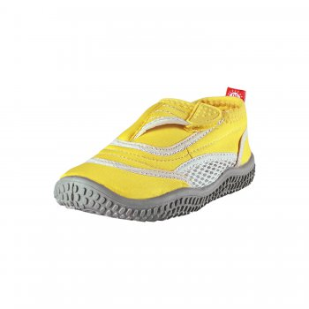 Обувь для пляжа Aqua (желтый)Обувь<br>Материал: <br>Верх:  солнцезащитный материал, текстиль<br>Подкладка: текстиль<br>Подошва: термопластичная резина<br>Описание: <br>Летняя обувь для детей финской марки Reima подходит для пляжа, плавания и летних развлечений, в ней удобно и в воде, и на берегу. Благодаря застежки  на липучке детки  смогут без труда надеть и застегнуть  самостоятельно. Верх выполнен из воздухопроницаемого текстиля и обеспечит комфорт в жаркий летний день.<br>Функциональные элементы: застежка-липучку, защита от солнца.<br>Производитель: Reima (Финляндия)<br>Страна производства: Китай <br>Модель производится в размерах 24-38<br>Коллекция: Весна/Лето 2017<br>Температурный режим:  <br> от +20 градусов  и выше; Размеры в наличии: 24, 25, 26, 27, 28, 29, 30, 31, 32, 33, 34, 35, 36, 37, 38.<br>