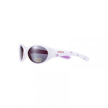 Солнцезащитные очки Aalto (белый)Одежда<br>Материал:<br><br><br>Состав: Пластмасса<br><br><br>Описание<br><br><br>Солнцезащитные очки в белой оправе марки Reima для детей от 4 до 6 лет станут незаменимым летним аксессуаром. Линзы эффективно защищают глаза от УФА/УФВ лучей. Благодаря стильным гибким вставкам дужки очков подстраиваются под форму головы, идеально прилегают и не давят. <br>Мягкий чехол в комплекте<br>Размер означает возраст ребенка.<br>Производитель: Reima (Финляндия)<br>Страна производства: Китай<br><br><br><br>; Размеры в наличии: 4/6.<br>