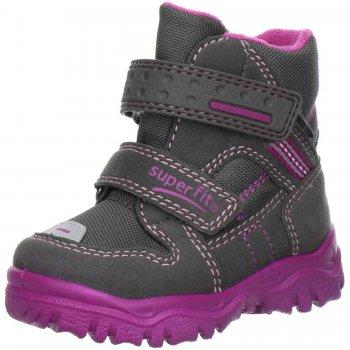Ботинки HUSKY (серый с сиреневым)Обувь<br>Материал<br>Верх: Велюр. Текстиль.<br>Подошва: полимерные материалы<br>Подкладка (внутренний материал): Зимний утеплитель, стелька: шерсть.<br>Описание<br>Легкие и мягкие зимние ботинки для детей с мембраной Gore-Tex. <br>Функциональные элементы: вшитый язычок, застежка на липучке, мягкая не скользящая подошва.<br>Коллекция Осень/Зима 2016<br>Производитель: Superfit (Австрия)<br>Страна производства: Индия<br>Температурный режим<br>От 0 до -20 градусов<br>; Размеры в наличии: 20, 21, 22, 23, 24, 25, 26, 27, 28, 29, 30.<br>