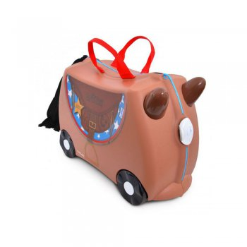 Чемодан Транки Лошадка БронкоОдежда<br>Детский чемодан Лошадка Бронко сделан из прочного легкого пластика, что позволяет не только брать его с собой в путешествие, но даже кататься на них! Лошадка Бронко станет прекрасным новым другом ребенка в путешествии. Чемодан выполнен в коричневом цвете, украшен изображением ковбойской сумочки и бахромой из текстиля. А еще у чемоданчика есть забавные коричневые ручки в виде рожек, они помогают ребенку крепло держаться в седле. Несмотря на забавный внешний вид, этот чемодан Транки очень прочен и функционален.   Особенности чемодана Trunki:<br><br>    прочный легкий корпус с удобным сидением,<br>    широкие устойчивые колеса для перемещения и катания,<br>    прорезиненный мягкий обод вдоль отделений чемодана,<br>    надежный безопасный замок защищает от случайного раскрытия,<br>    специальный ремень с прочными карабинами позволяет легко перемещать чемодан и катать ребенка,<br>    ручки из пластика на корпусе чемодана позволяют ребенку держаться при перемещении.<br>  Материал: пластик<br> Производитель: Trunki (Великобритания)<br> Страна производства: Великобритания<br> Вместительность: 18 литров.<br> Выдерживает до 45 кг веса. <br> Коллекция: Весна/Лето 2018; Размеры в наличии: б/р.<br>