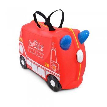 Чемодан на колесиках Фрэнк пожарныйОдежда<br>Детский чемодан Фрэнк-пожарный сделан из прочного легкого пластика, что позволяет не только брать его с собой в путешествие, но даже кататься на них!<br><br>Чемодан в виде яркой пожарной машинки - просто мечта всех мальчишек! Он станет отличной практичной игрушкой для ребенка! Чемодан выполнен в ярко-красном цвете, рисунок на нем имитирует внешний вид пожарной машины. Белые и желтые элементы на чемодане делают его классным и стильным. У чемоданчика есть забавные синие ручки в виде рожек, для того, чтобы ребенок мог держаться во время катания. Удобная прочная ручка из текстиля позволяет родителям возить чемодан или катать ребенка.  Особенности чемодана Trunki:<br><br>    прочный легкий корпус с удобным сидением,<br>    широкие устойчивые колеса для перемещения и катания,<br>    прорезиненный мягкий обод вдоль отделений чемодана,<br>    надежный безопасный замок защищает от случайного раскрытия,<br>    специальный ремень с прочными карабинами позволяет легко перемещать чемодан и катать ребенка,<br>    ручки из пластика на корпусе чемодана позволяют ребенку держаться при перемещении.<br>  Материал: пластик<br> Производитель: Trunki (Великобритания)<br> Страна производства: Великобритания<br> Вместительность: 18 литров.<br> Выдерживает до 45 кг веса. <br> Коллекция: Весна/Лето 2018; Размеры в наличии: б/р.<br>