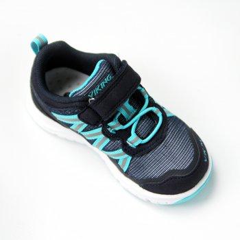 Кроссовки Holmen (серый с голубым)Обувь<br>Материал<br>Верх: текстиль (100% полиэстер) <br>Подкладка (внутренний материал): текстиль (100% полиэстер)<br>Подошва: 80% EVA / 20% натуральная резина<br>Описание<br>Стильные, удобные, практичные кроссовки фирмы Viking. Модель имеет гибкую подошву, правильно распределяющую нагрузку по всей стопе. Верх выполнен из воздухопроницаемого текстиля, что обеспечит комфорт в течение всего дня. Отличный вариант как для занятия спортом, так и для городских прогулок. Благодаря застежке на липучках и резинкам, имитирующим шнурки, Ваш ребенок сможет без труда надеть обувь самостоятельно. <br>Производитель: Viking (Норвегия) <br>Страна производства: Вьетнам<br>Температурный режим; Размеры в наличии: 20, 21, 22, 23, 24, 25, 26, 27, 28, 29, 30, 31, 32, 33, 34, 35.<br>