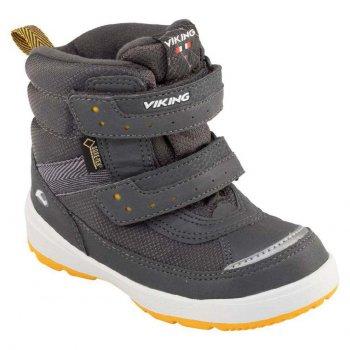 Ботинки PLAY II GTX (серый)Обувь<br>Производитель: Viking (Норвегия)<br> Страна производства: Вьетнам<br> Модель производится в размерах: 21-30<br> Обувь Viking можно стирать в стиральной машине при температуре 30 градусов<br> Коллекция Осень/Зима 2017<br>  <br> Верх: 100% текстиль<br> Внутренняя отделка: мембранная подкладка GORE-TEX (100% полиэстер)<br> Подошва: натуральная резина<br><br> Температурный режим <br> От 0 до -30 градусов; Размеры в наличии: 21, 22, 23, 24, 25, 26, 27, 28, 29, 30.<br>